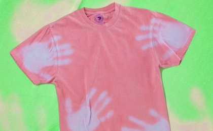 Color-changing shirts are fun and popular again.